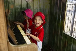 Kids playing piano at Dalby Beck Street Kindergarten